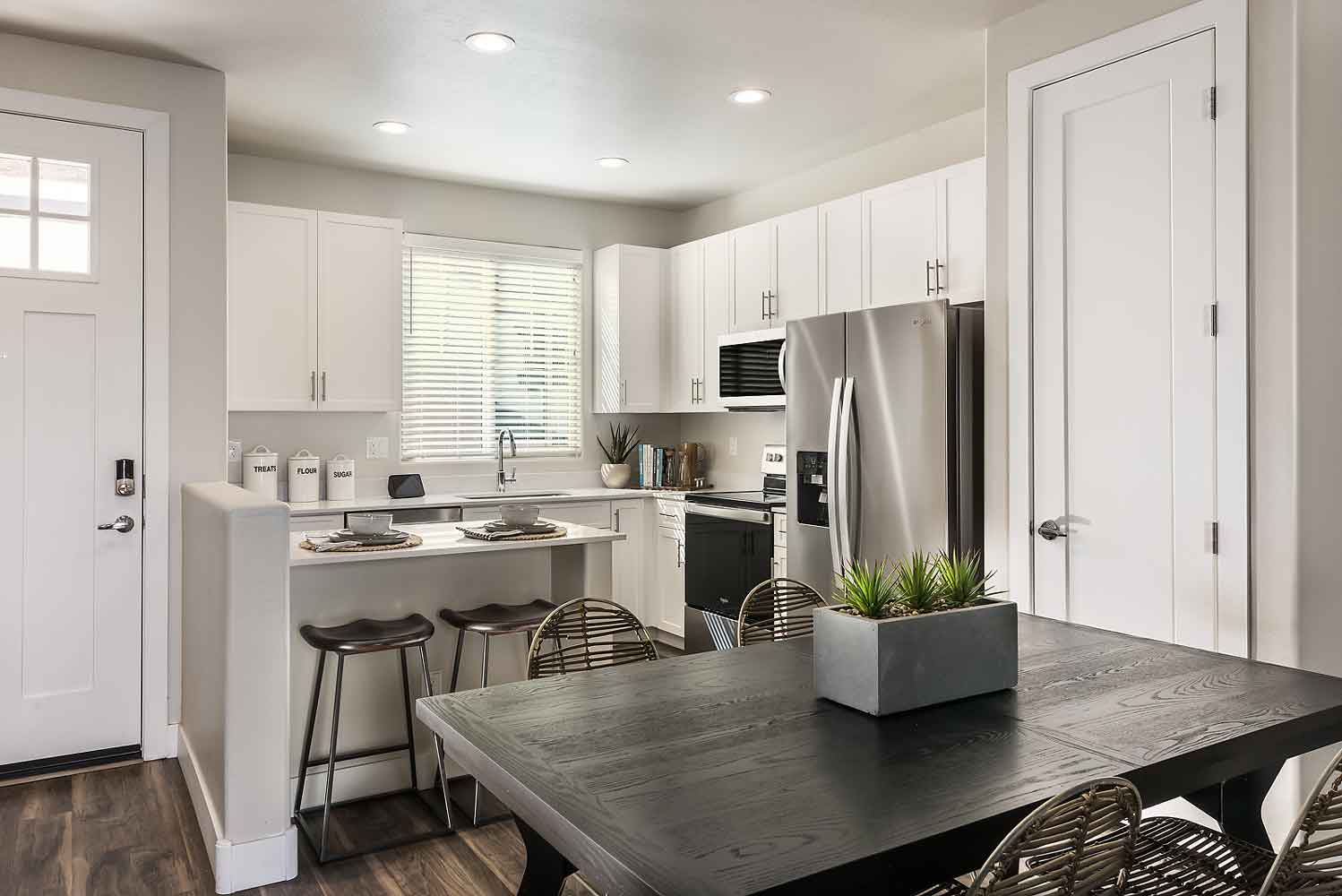 Fully Equipped Kitchen at Village at Harvard Crossing Apartments in Goodyear, AZ