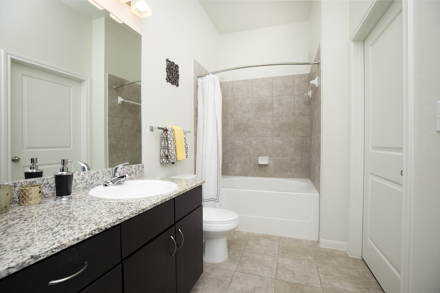 Spacious Bathroom Layouts with Tubs At Haven at Main Apartments In Houston, TX