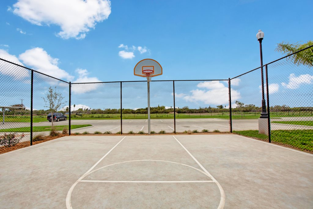 Basketball Court at Henderson 1575 Apartments in Los Fresnos, Texas