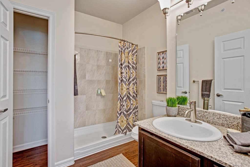 Stylish Bathrooms at Henderson 1575 Apartments in Los Fresnos, Texas