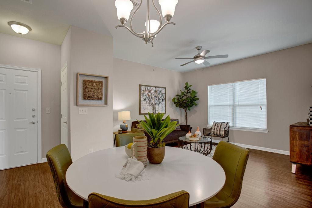 Dining Area at Henderson 1575 Apartments in Los Fresnos, Texas