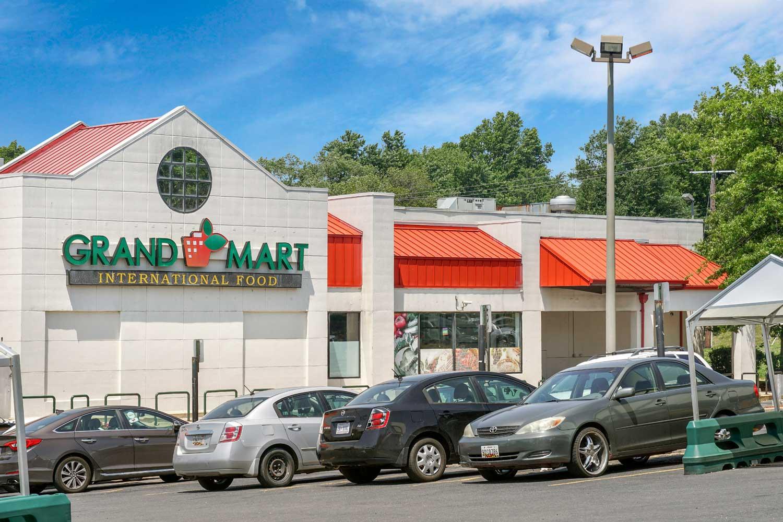 5 minutes to Grand Mart International Food