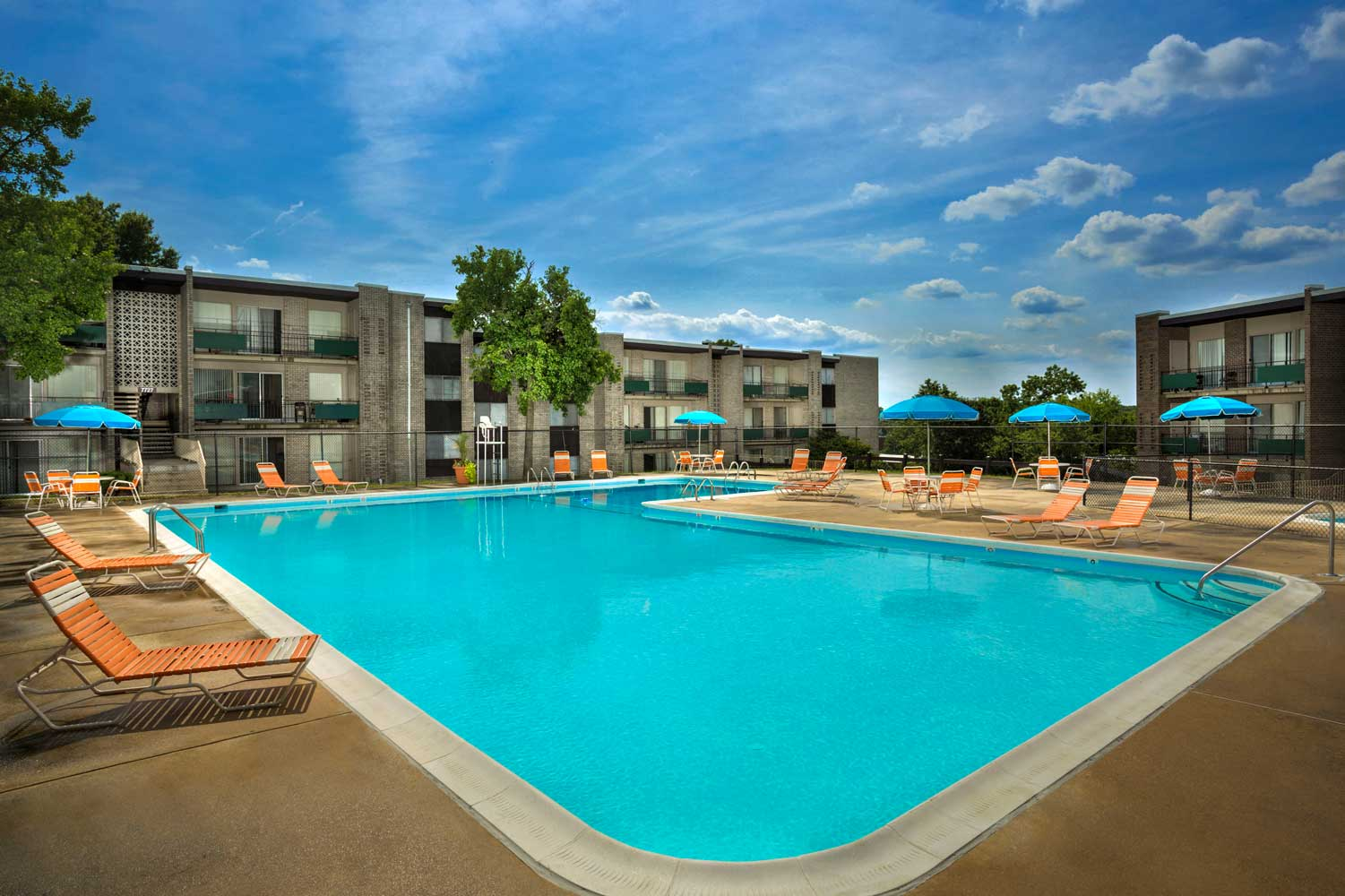 Relaxing swimming pool and wading pool at Heritage Square Apartments
