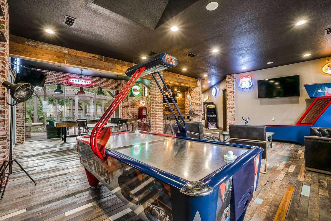 Arcade Room at Hidden Lakes Apartments in Haltom City, Texas