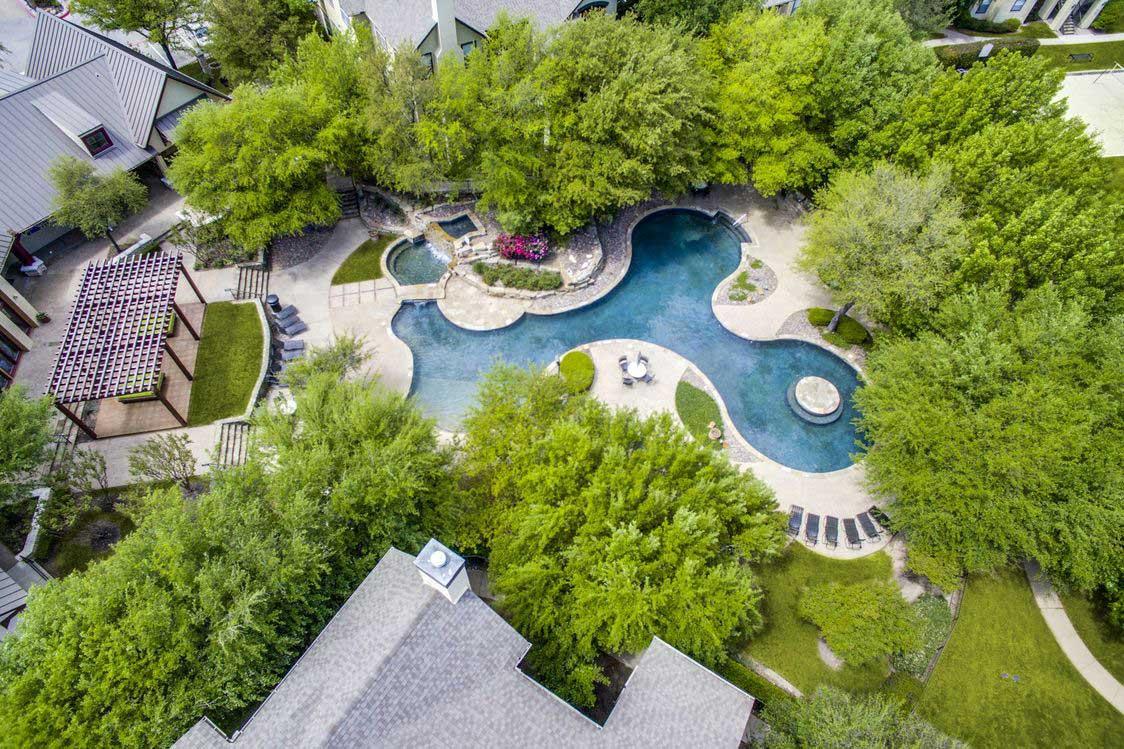 Outdoor Entertainment Area at Hidden Lakes Apartments in Haltom City, Texas