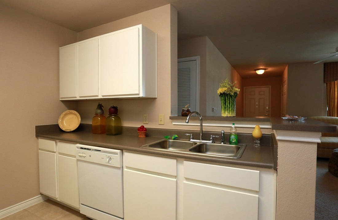 Kitchen Area at the Highland Crossing Apartments in Tulsa, OK