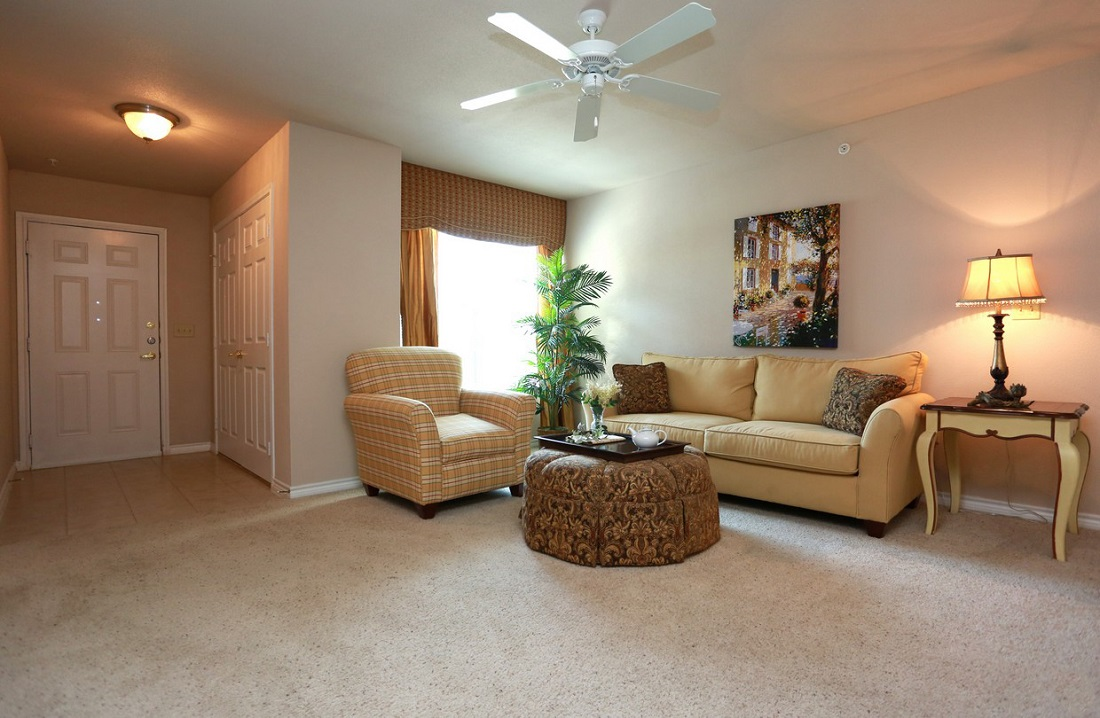 Living Room Interior at the Highland Crossing Apartments in Tulsa, OK