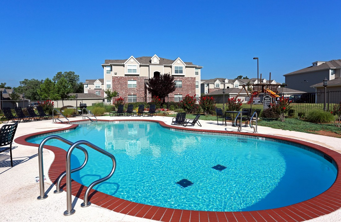 Sparkling Pool at the Highland Crossing Apartments in Tulsa, OK