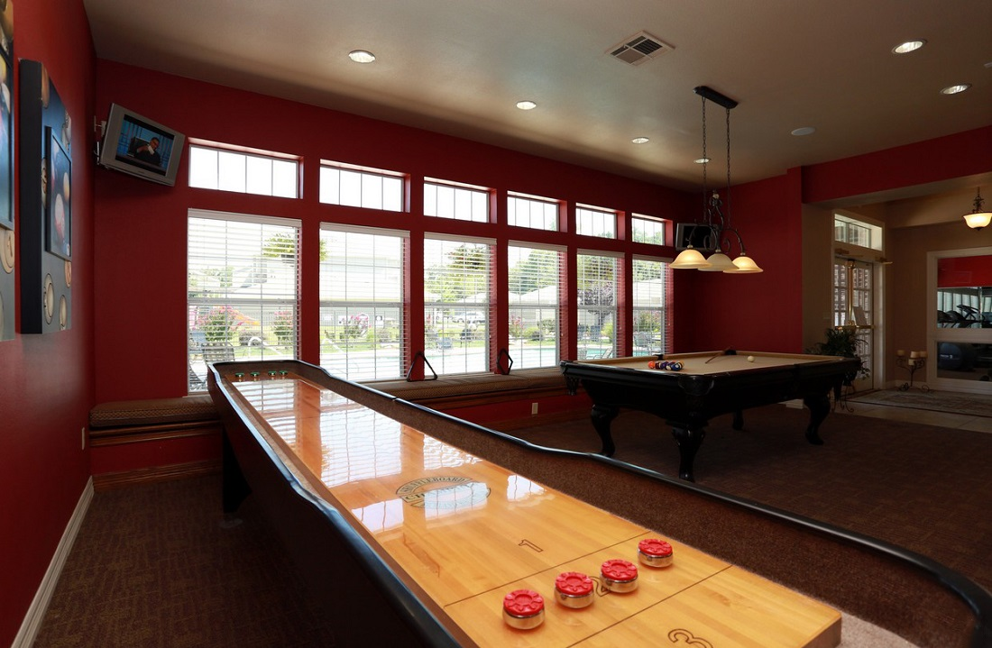 Game Room at the Highland Crossing Apartments in Tulsa, OK