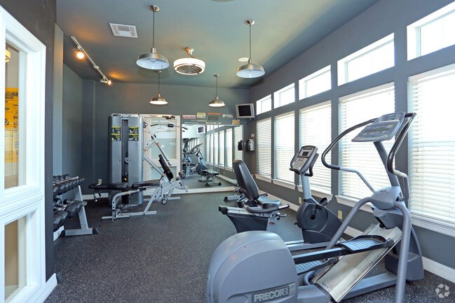 Fitness Center at the Highland Crossing Apartments in Tulsa, OK