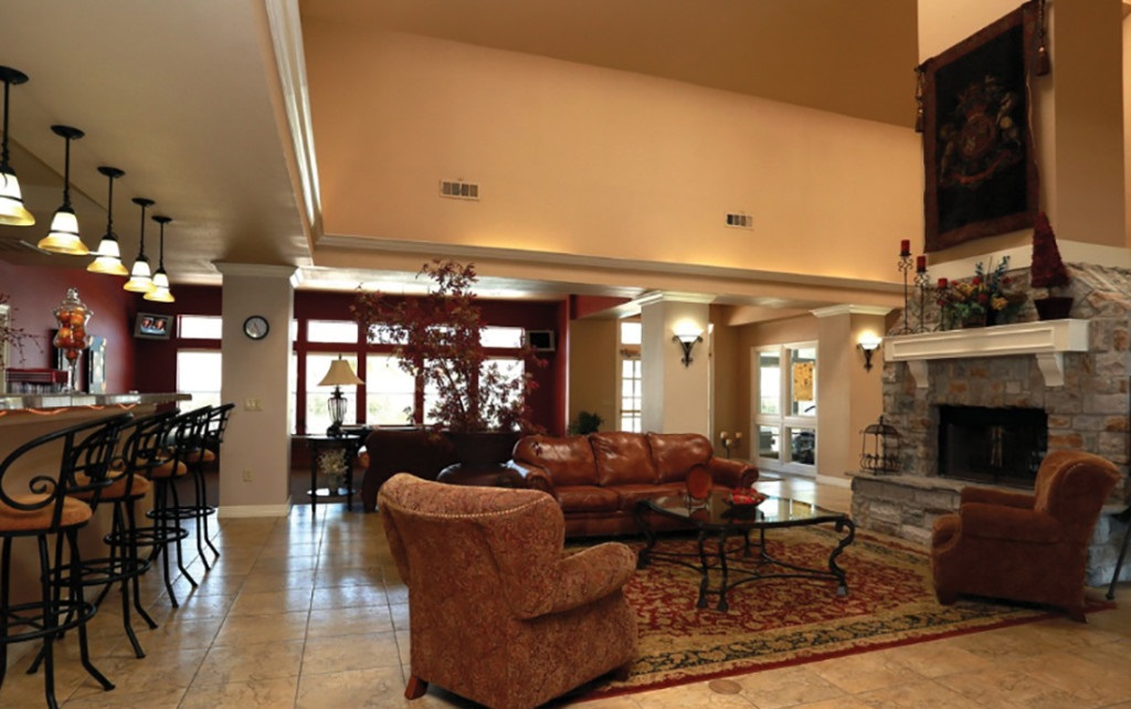 Lounge Area at the Highland Crossing Apartments in Tulsa, OK