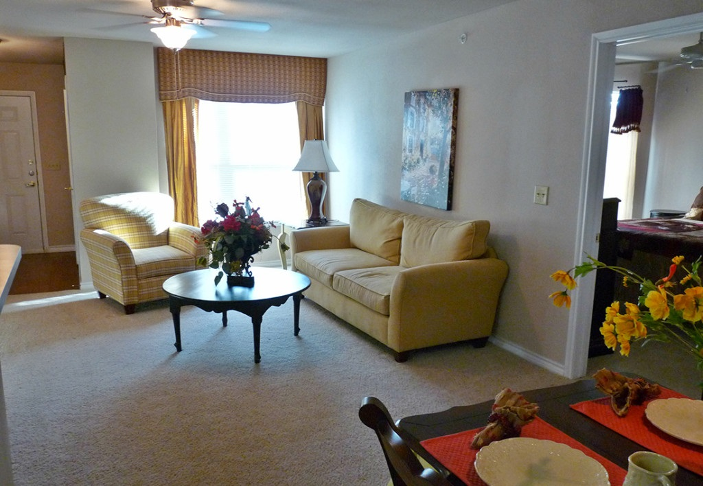 Living Area at the Highland Crossing Apartments in Tulsa, OK
