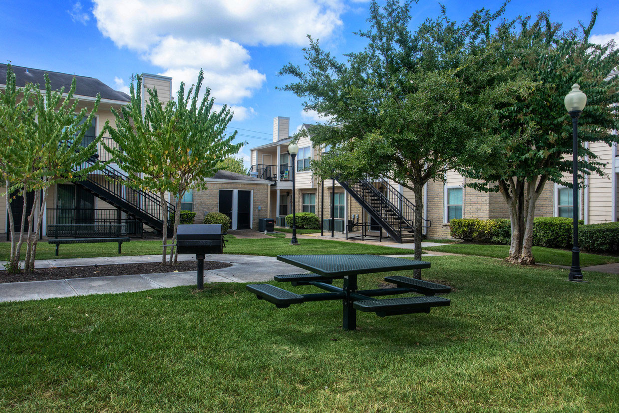 Lush Landscaping at HollyView Apartments in Houston, TX