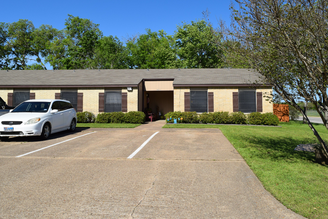 Exterior View at The Hunters Point Apartments in College Station, TX
