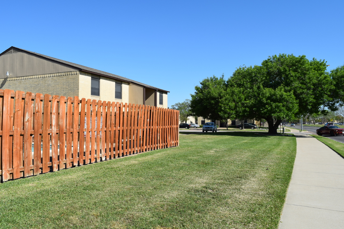 Exterior of The Hunters Point Apartments in College Station, TX