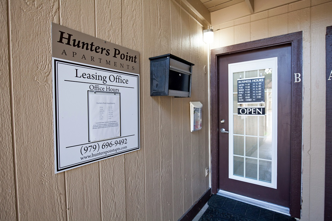 Leasing Office at The Hunters Point Apartments in College Station, TX