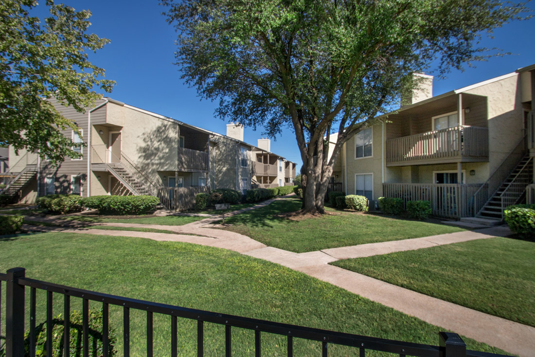Lush Landscaping with Walking Paths at Indian Run Apartments in Abilene, TX