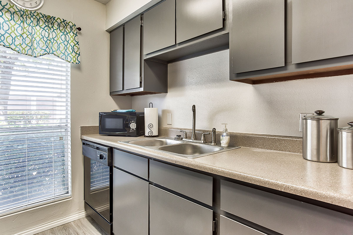 Stainless Steel Kitchen at Indian Run Apartments in Abilene, TX
