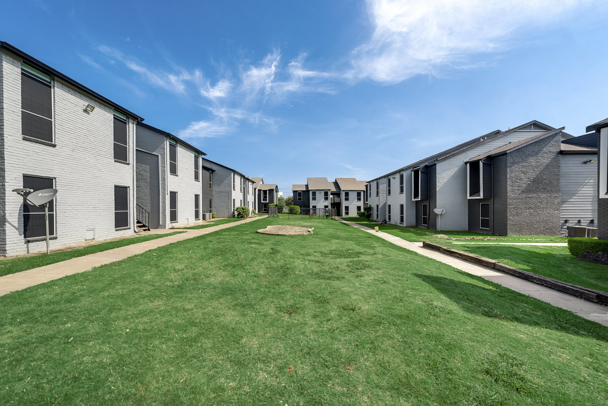 Welcoming Community Atmosphere at Indigo Apartments in Dallas, TX