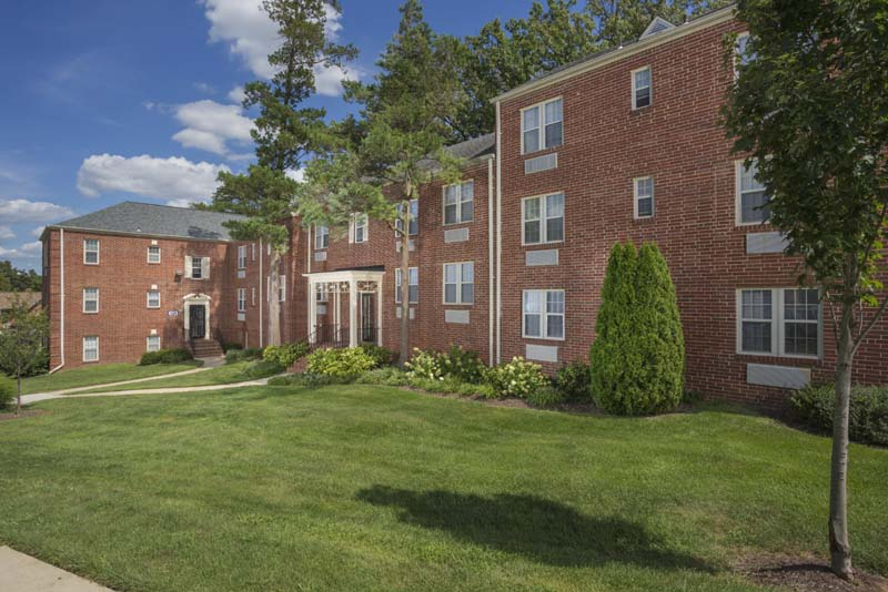 Well-maintained grounds at Kaywood Gardens Apartments in Mount Rainier, MD