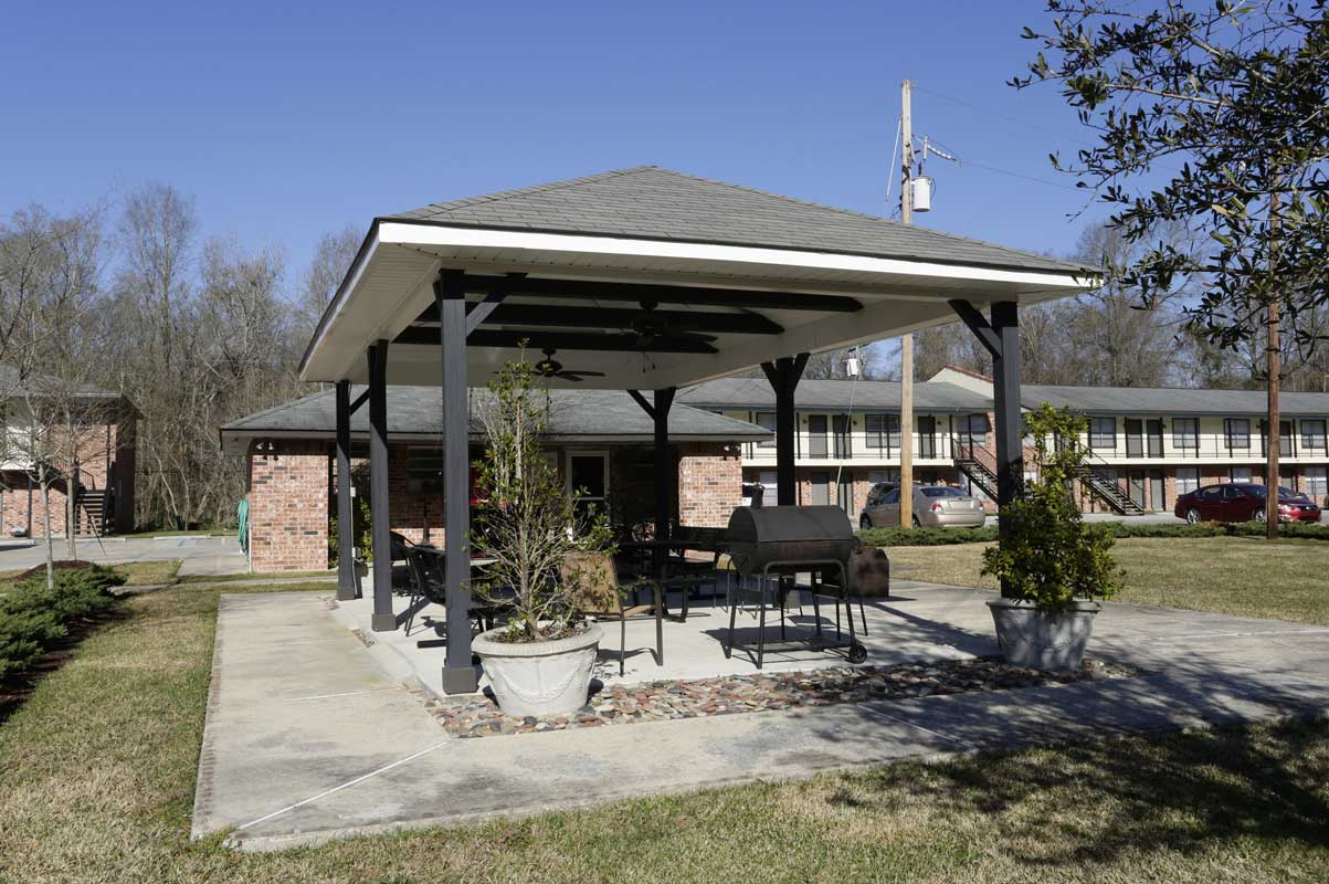 Covered Outdoor Pavilion at Kenilworth Ridge Apartments in Baton Rouge, Louisiana