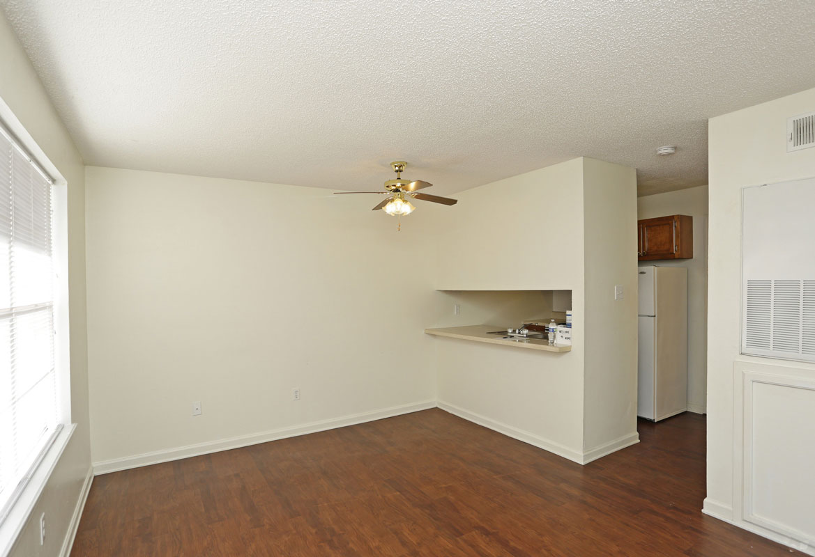 Hardwood Flooring at Kenilworth Ridge Apartments in Baton Rouge, Louisiana