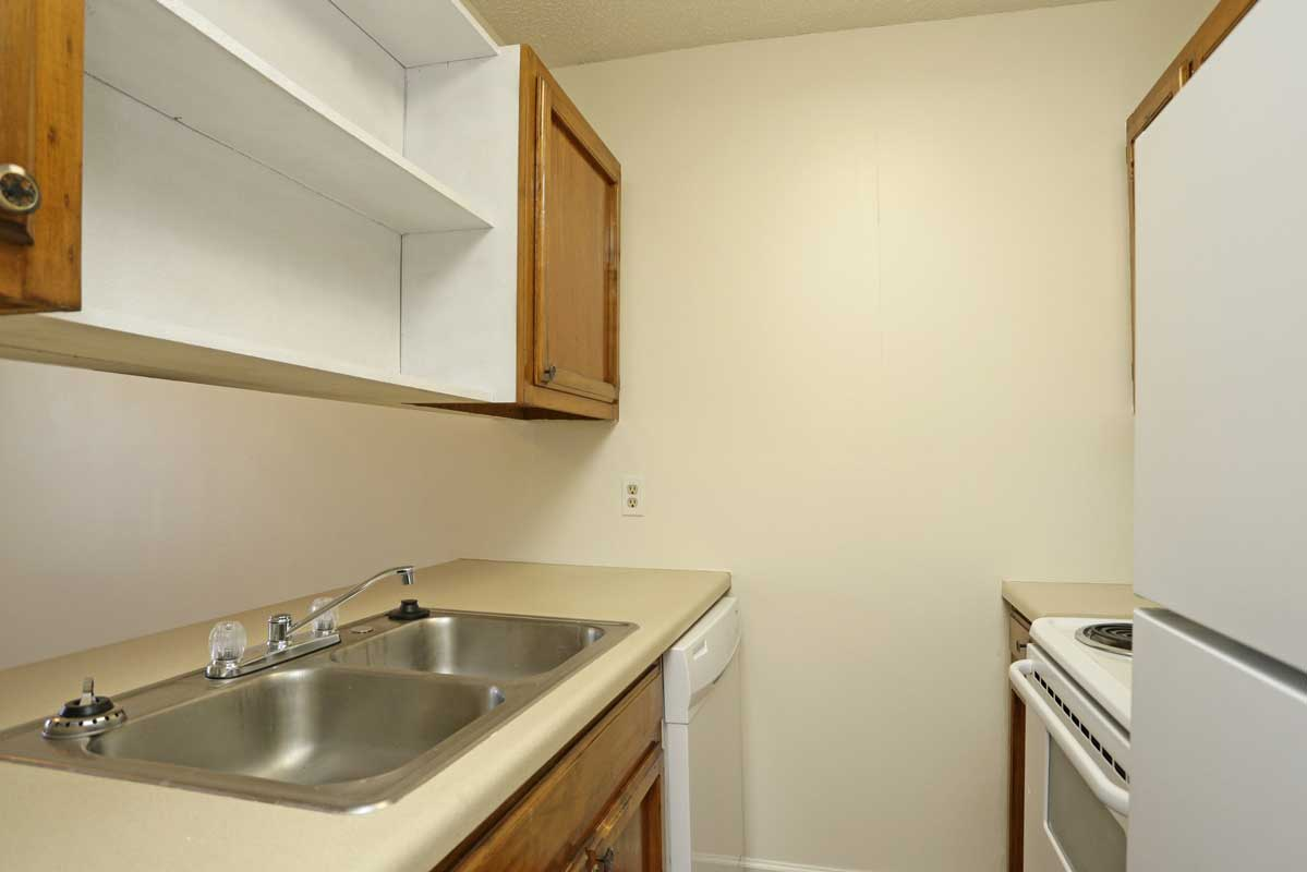 Fully-Equipped Kitchens at Kenilworth Ridge Apartments in Baton Rouge, Louisiana
