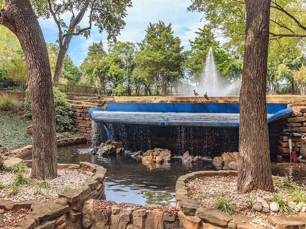 Water Features at View at Kessler Park Apartments in Dallas, TX