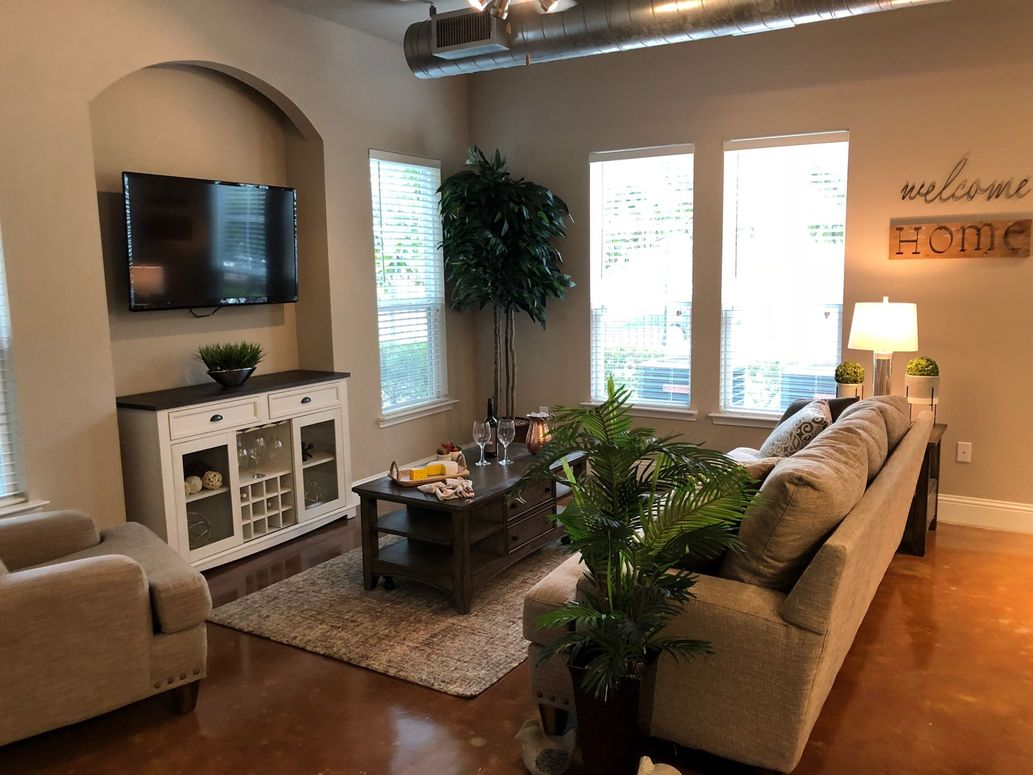 Warm Color Scheme at King's Cove Apartments in Kingwood, Texas