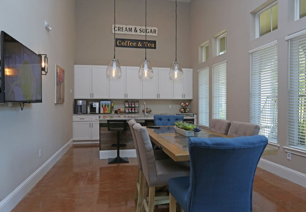 Beautiful Color Scheme at King's Cove Apartments in Kingwood, Texas