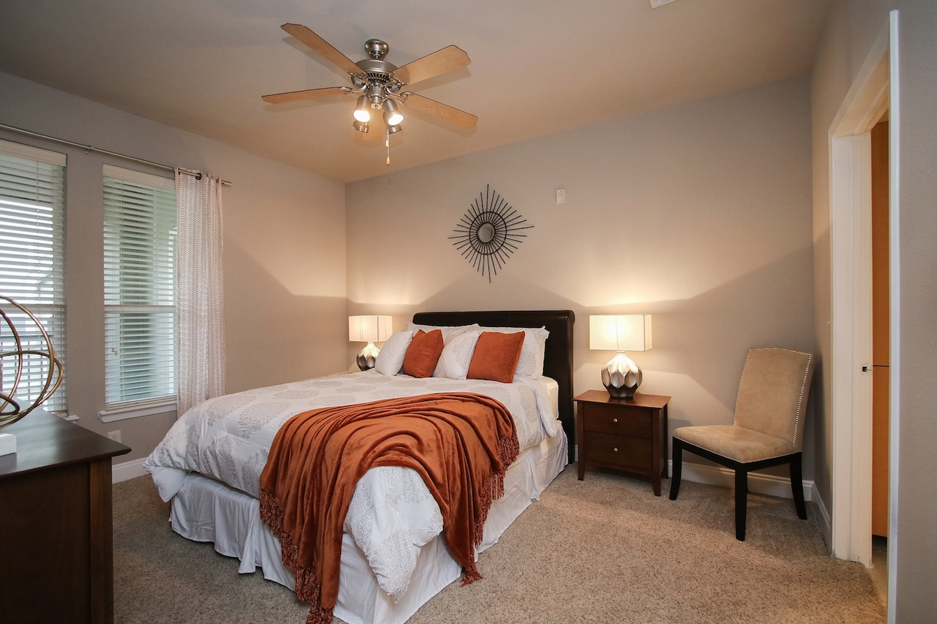 1-Bedroom Apartments for Rent at King's Cove Apartments in Kingwood, Texas