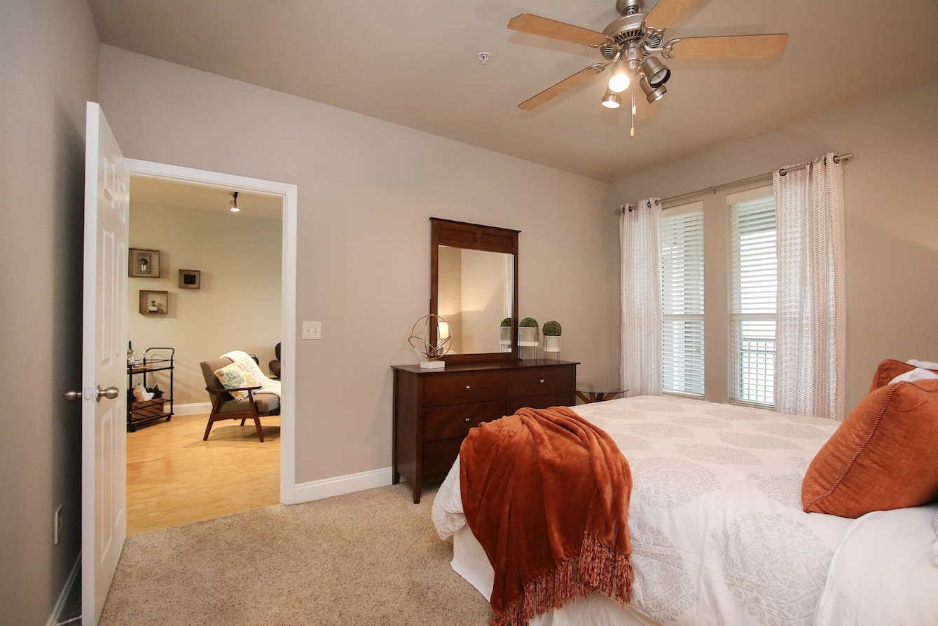 2-Bedroom Apartments for Rent at King's Cove Apartments in Kingwood, Texas