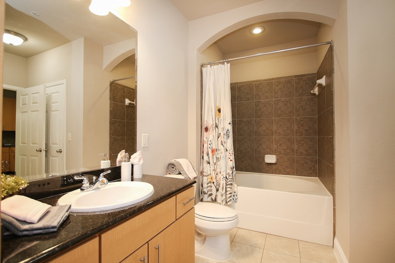 En Suite at King's Cove Apartments in Kingwood, Texas