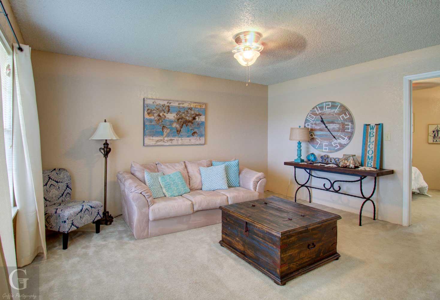 Living Area at Kingston Village Apartments in Shreveport, LA