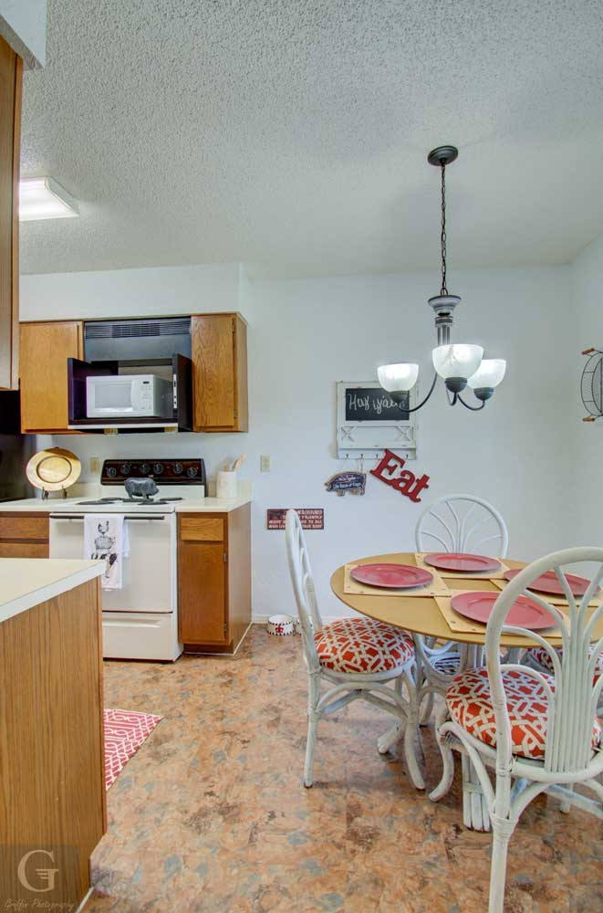 Dining Area at Kingston Village Apartments in Shreveport, LA