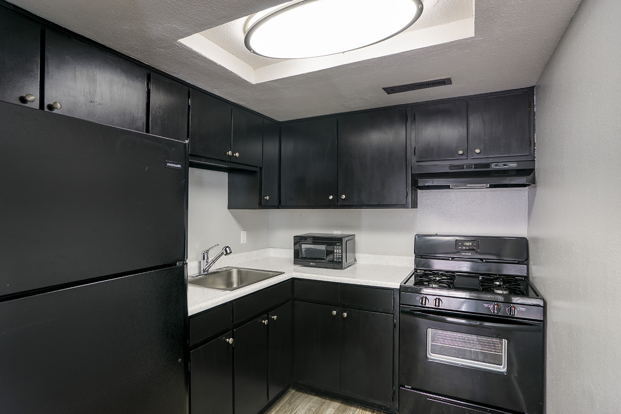 Fully Equipped Kitchen at Blk. Mtn. Lofts Apartments in Flagstaff, Arizona