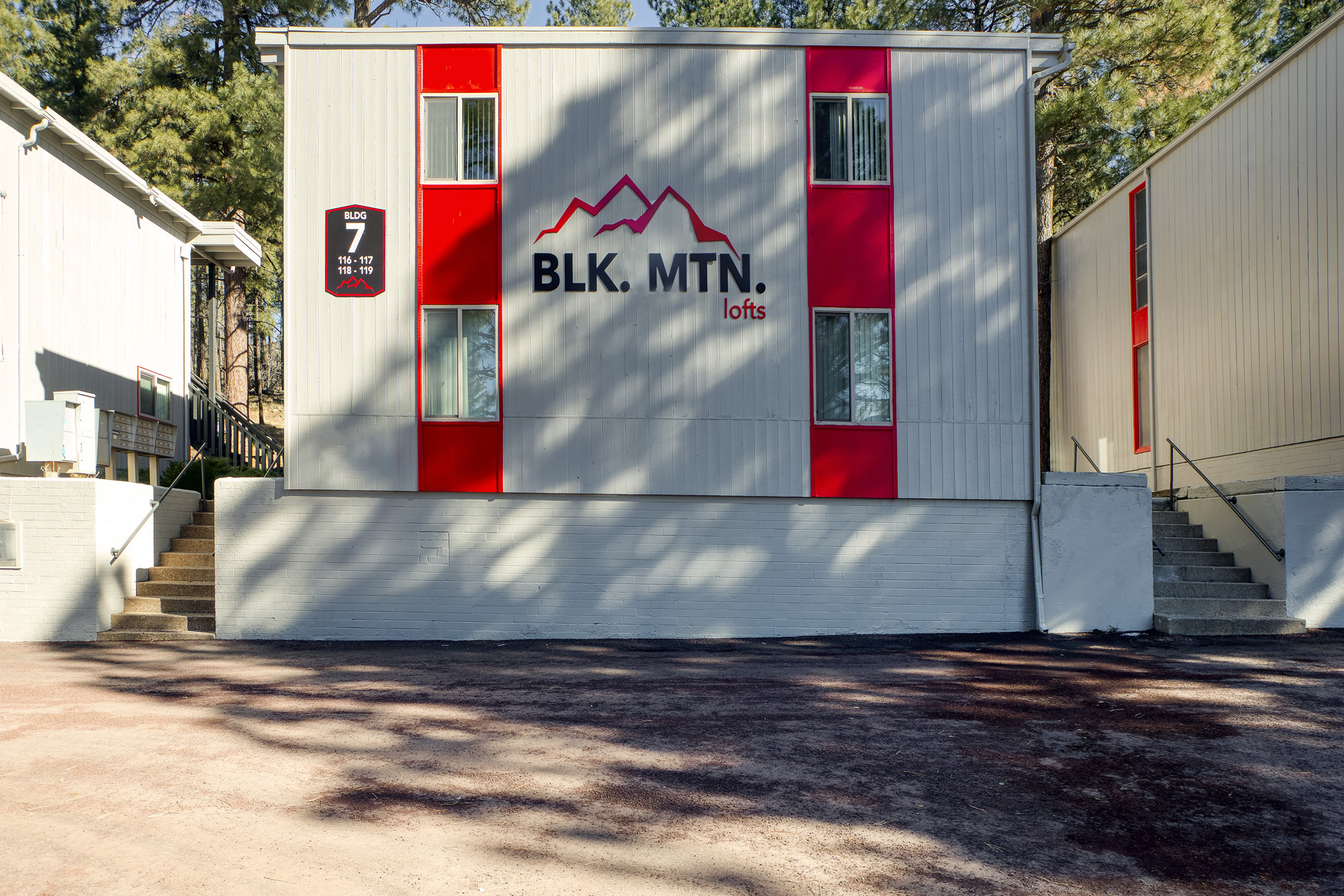 Pet-Friendly Apartments at Blk. Mtn. Lofts Apartments in Flagstaff, Arizona