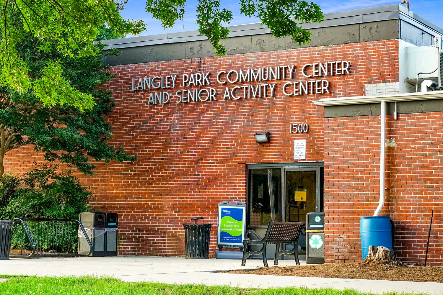 10 minutes to Langley Park Community Center and Senior Activity Center