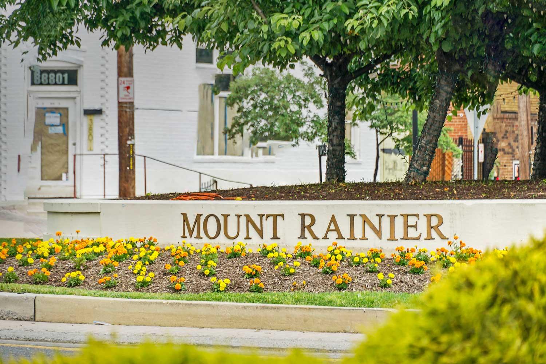 5 minutes to Mount Rainier Historic District