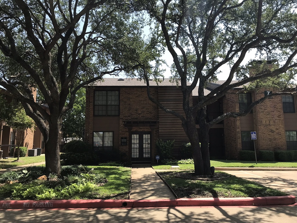 Conveniently Located Apartment Homes at Lakeland Apartments in Lewisville, Texas