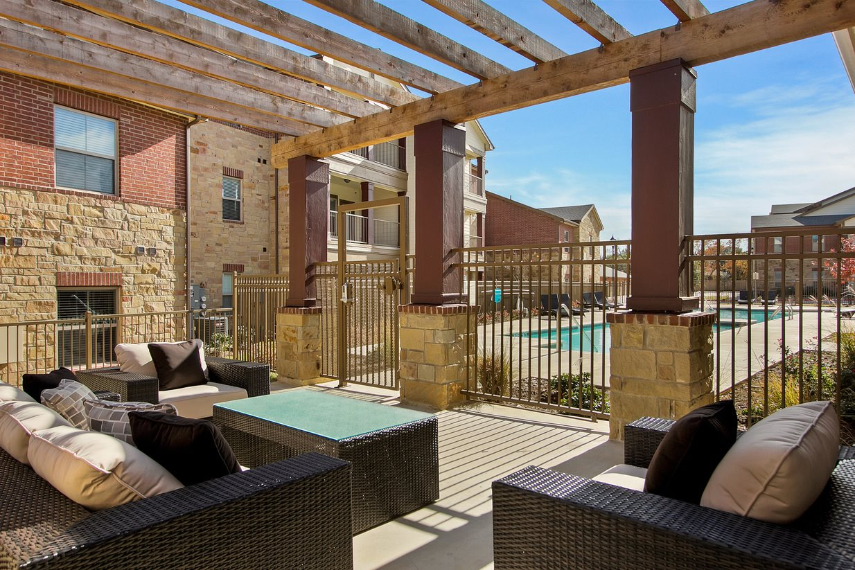 Outdoor Lounge Area at The Lakeshore Apartment Homes in Lake Dallas, TX
