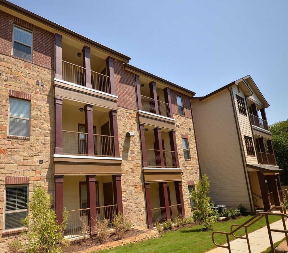 Apartments for Rent at The Lakeshore Apartment Homes in Lake Dallas, TX