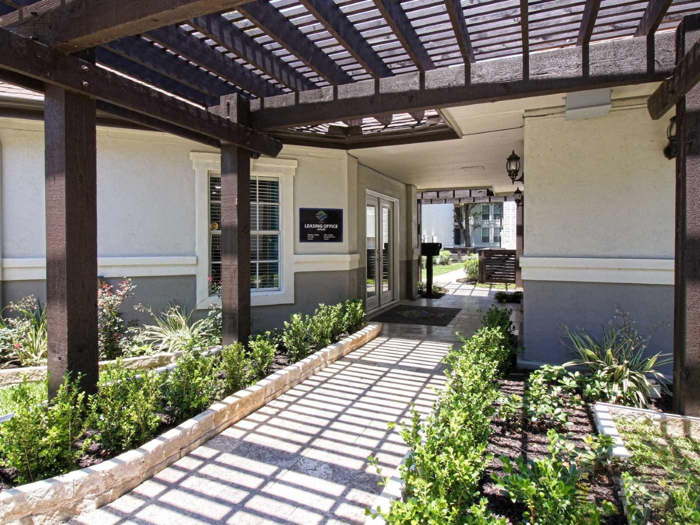 Seabrook Apartment Rentals at La Maison at Lake Cove Apartments in Seabrook, Texas