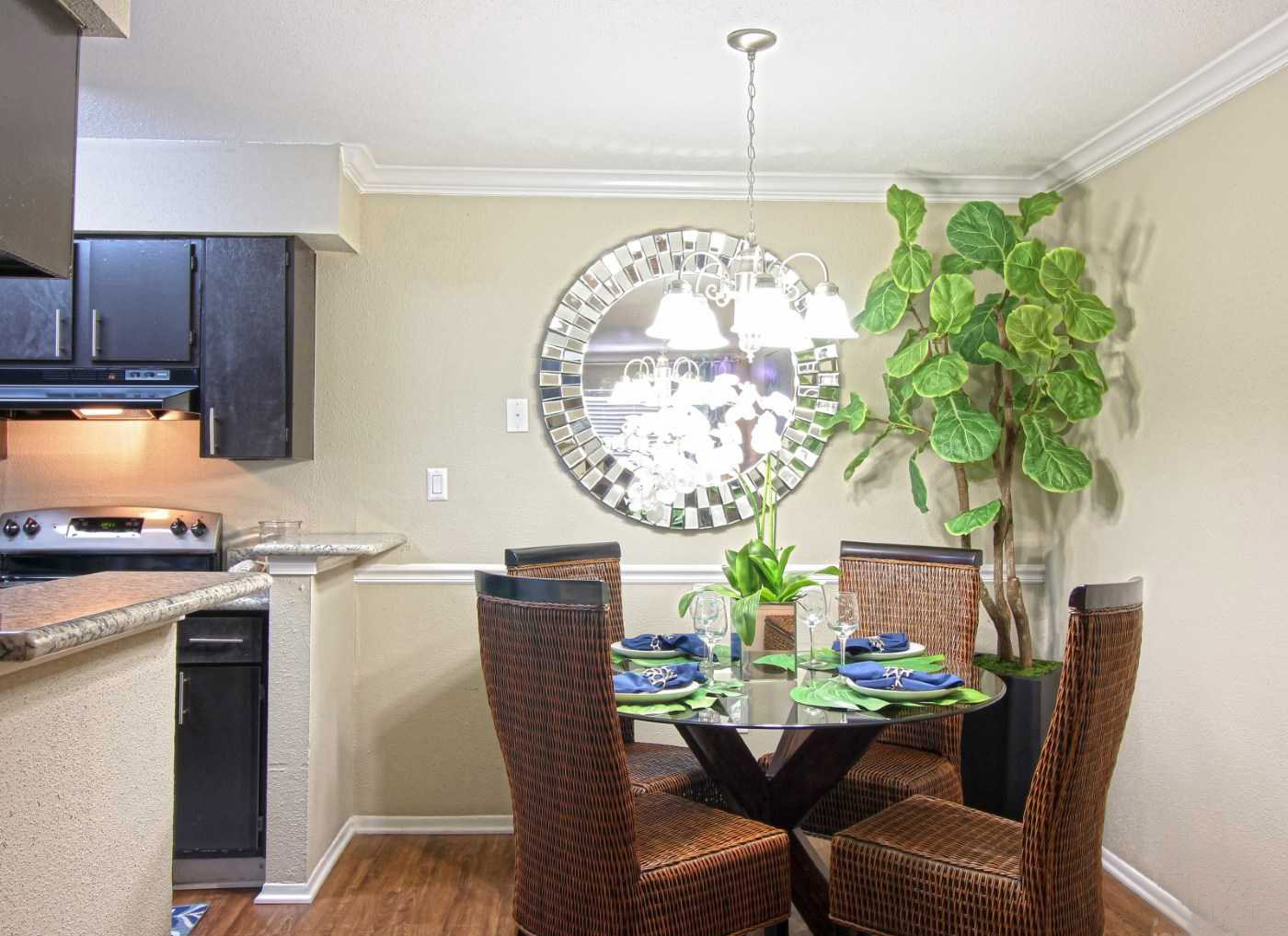 Dining Area at La Maison at Lake Cove Apartments in Seabrook, Texas