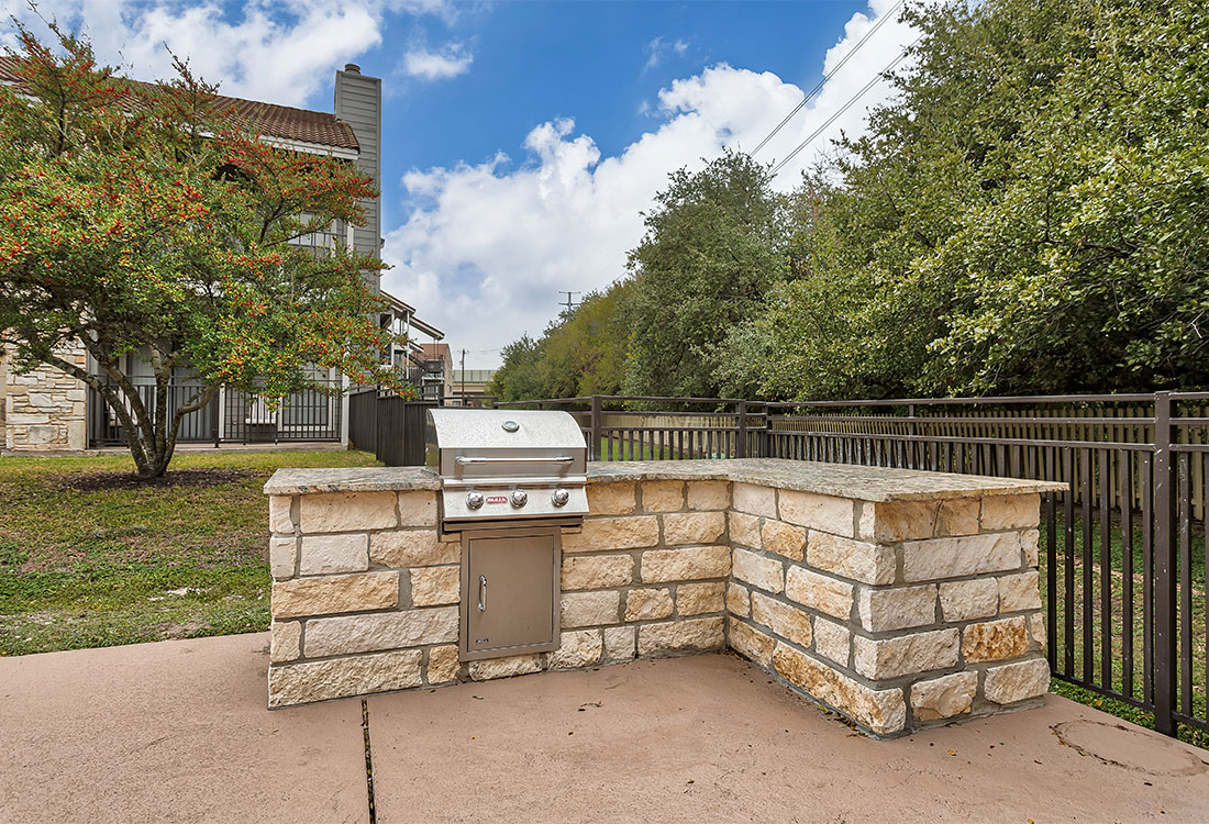 Pool-side Grill Area at Las Brisas Apartments in San Antonio, TX