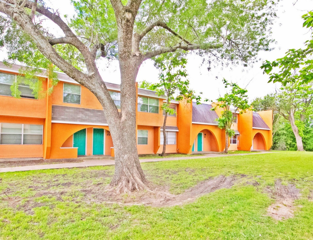 Peaceful Community at Las Casitas Apartments in DeSoto, Texas