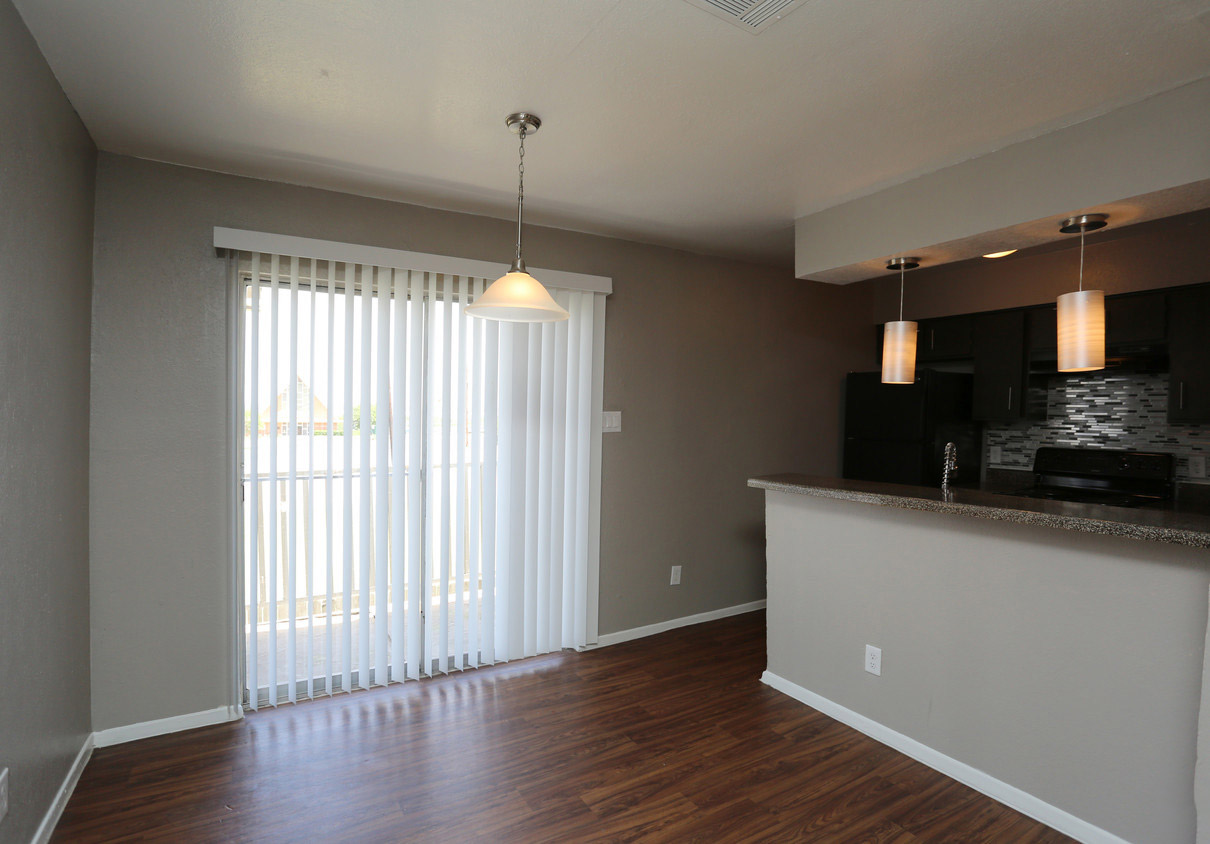 Open Dining Area at The Lexington Apartments in Grand Prairie, TX