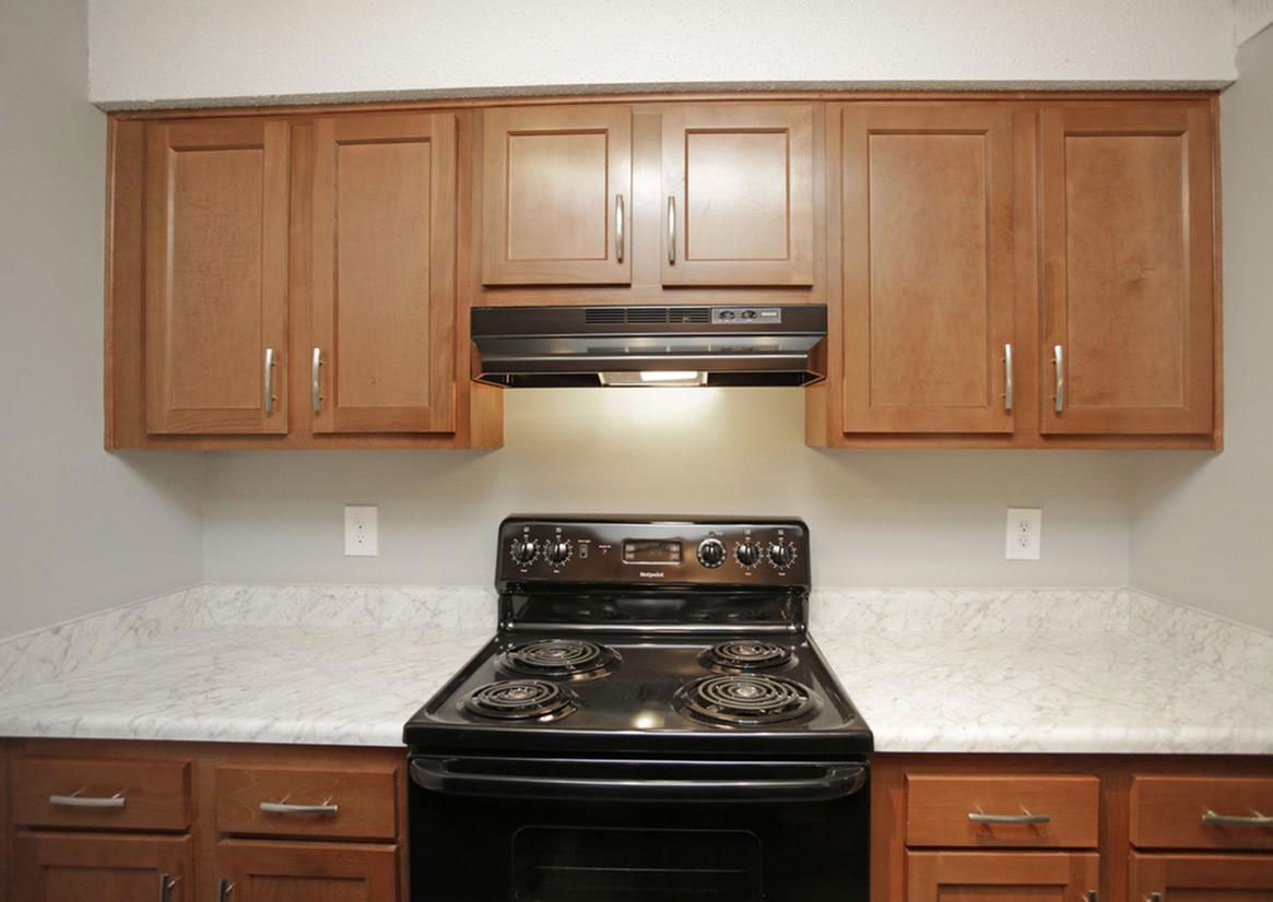 Oven and Range at Liberty Heights Apartments in Liberty, MO
