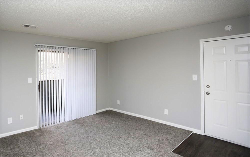 Carpet Flooring at Liberty Heights Apartments in Liberty, MO