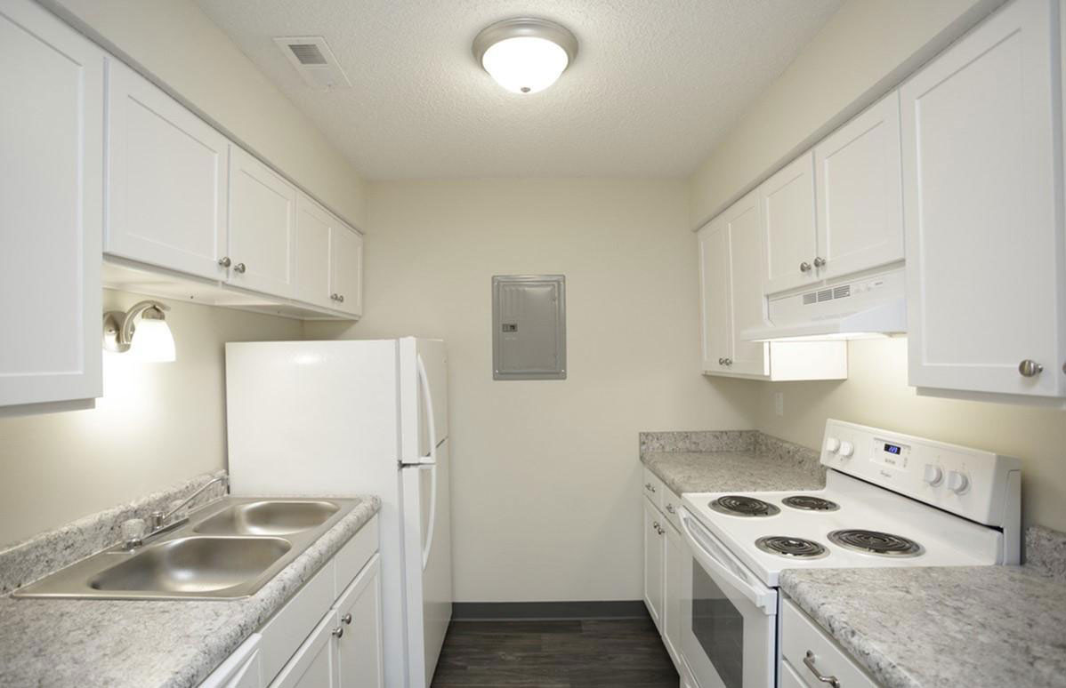 Fully Equipped Kitchen at Liberty Heights Apartments in Liberty, MO